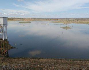 água-poções-1-310x245 Com apenas 0,8%, Açude de Poções, em Monteiro, começa a receber as águas da Transposição