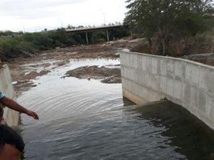 17368936280003622710000-300x225 Multidão acompanha teste da transposição do São Francisco para o rio Paraíba; vídeo