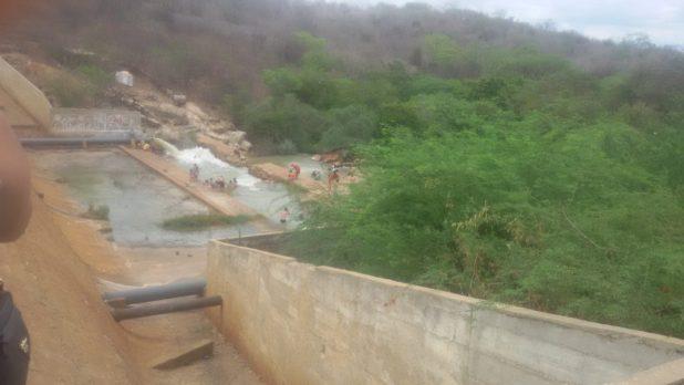 20170312_140808-1024x576 Centenas de pessoas visitan Barragem de São José no município de Monteiro neste Domingo.