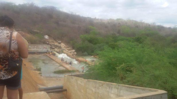 20170312_140830-1024x576 Centenas de pessoas visitan Barragem de São José no município de Monteiro neste Domingo.