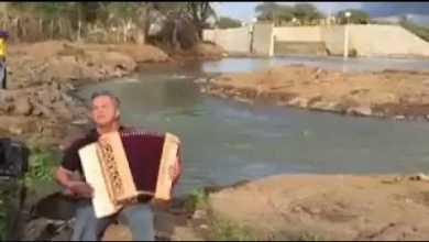 Flávio José cantor do 'hino da transposição' recebe telefonema de Temer 3