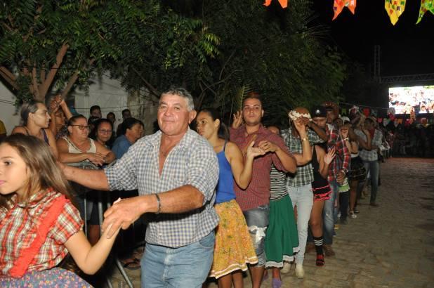 OPIPOCO mostra como foi a Segunda noite do festival de quadrilhas em Monteiro. Confira Imagens 9