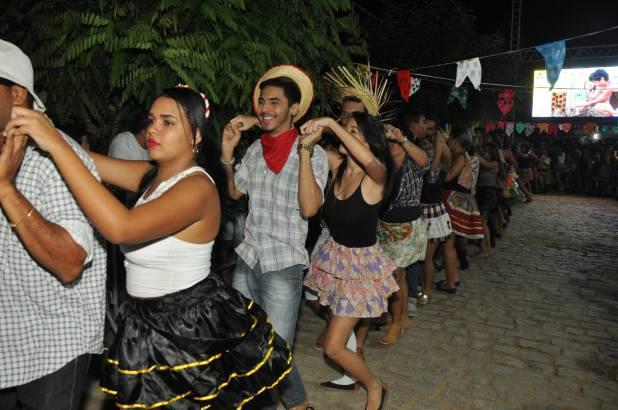 OPIPOCO mostra como foi a Segunda noite do festival de quadrilhas em Monteiro. Confira Imagens 28