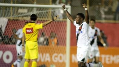 Molecada brilha e Vasco goleia o Vitória por 4 a 1 no Barradão 2