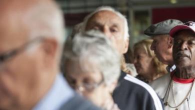Aposentados e pensionistas começam a receber primeira parcela do décimo terceiro 1