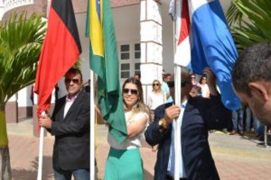 DSC_0029-300x200 Anna Lorena abre oficialmente Semana da Pátria com hasteamento das bandeiras