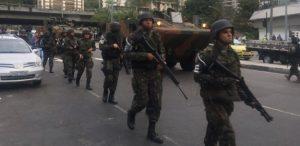 militares-chegam-a-rocinha-1506111678243_615x300-300x146 Exército cerca Rocinha para conter guerra de traficantes no Rio
