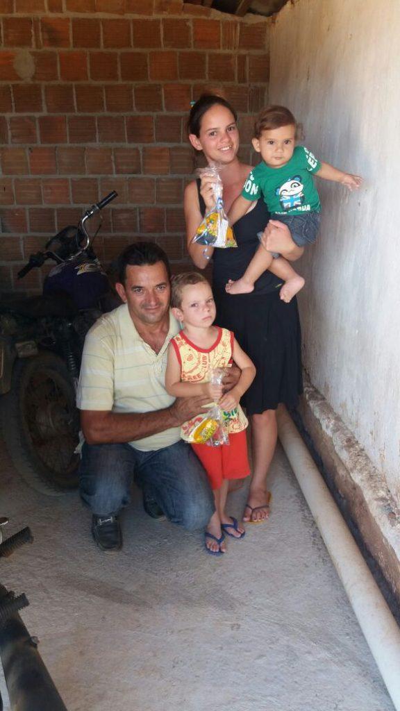 16055962-7694-4231-bdb5-06adad5851eb-576x1024 Em comemoração ao dia das crianças, Vereador VALDO CACHIADO distribuiu balas, pipocas, pirulitos, chocolates e lembrancinhas para as crianças em Amparo