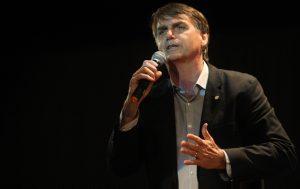 Bolsonaro-cogita-se-filiar-a-sigla-de-citado-no-mensalão-em-vez-de-nanico-300x189 Bolsonaro cogita se filiar a sigla de citado no mensalão em vez de nanico
