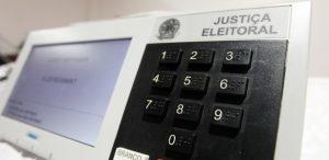 """urna-300x146 Campanhas mais baratas, fundão público, """"censura"""" na internet. Veja o que deve mudar nas eleições"""