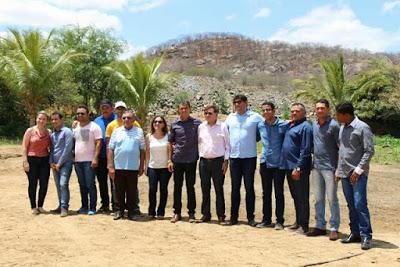 1 Prefeito e vereadores de Zabelê participam da solenidade de ordem de serviço para barragem em Camalaú