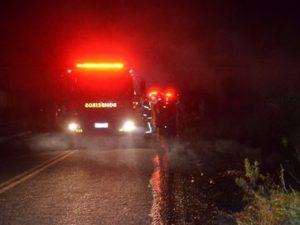 17964136280003622710000-300x225 Dois ficam gravemente feridos após carro capotar e explodir em rodovia da Paraíba