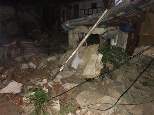 MURO-300x225-300x225 Queda de muro mata criança e deixa outra ferida em Campina Grande