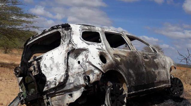 26114078_1722150754483850_3111826068698911759_n-800x445 Carro roubado é encontrado queimado no Cariri
