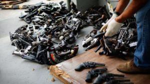 armas-300x169 100 mil armas foram retiradas de fóruns