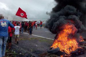 manifestacao_br-1-300x200 Em ato pró-Lula, MST libera trechos da BR-101 e BR-230