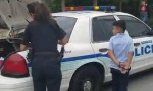 xcrianca.jpg.pagespeed.ic_.yo1bBfbmHU-300x180 Menino de 7 anos é detido e algemado por agredir professor