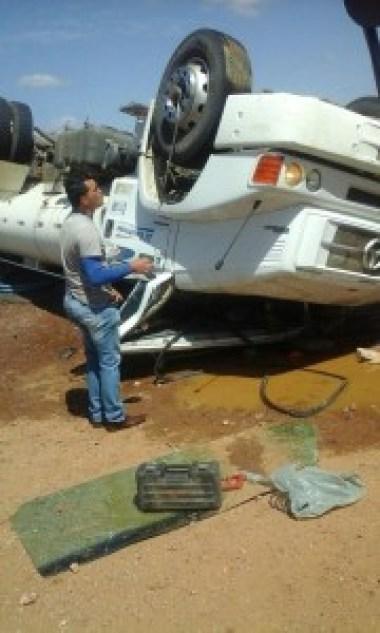 27459036_1289871197781409_6771766955733556424_n Em Camalaú:Colisão entre carro e caminhão-pipa deixa ex-prefeito e motorista feridos