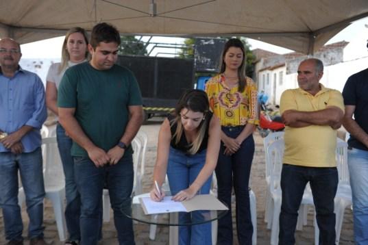 DSC_1904 Prefeita Anna Lorena assina ordem de serviço para construção de nova Academia de Saúde