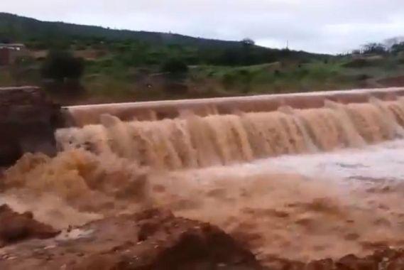 barragem_-_carrapateira-1 Barragem rompe no Sertão do Estado após receber recarga de água das chuvas