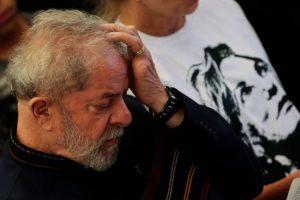 brasil-politica-ex-presidente-lula-missa-1-ano-morte-marisa-leticia-20180203-002-300x200 Petistas já discutem estratégias em caso de prisão de Lula, a detenção deve ocorrer no mês de março
