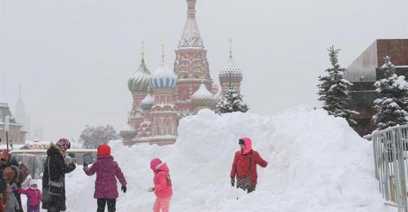 frio_moscou Neve paralisa Moscou, causa morte e atrasa dezenas de voos