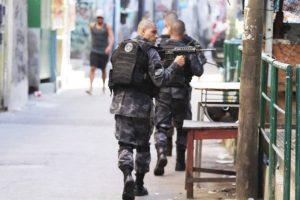 brasil-rio-rocinha-tiroteio-20180324-002-300x200 Operação deixa oito mortos na favela da Rocinha
