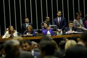 estrupo-coletivo-300x201 Câmara aprova crime de importunação sexual e aumenta pena para estupro coletivo