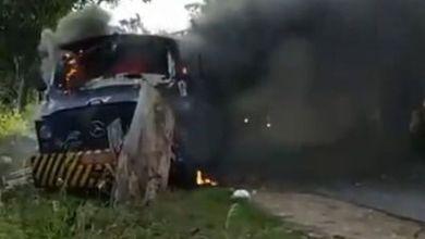 Bandidos explodem carro-forte e são perseguidos pela polícia 1