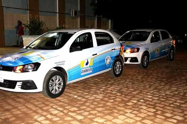zabele-0 O Prefeito Dalyson Neves junto com o vice-prefeito Zé Cláudio, realizam entrega de dois veículos à Secretaria Municipal de Saúde.