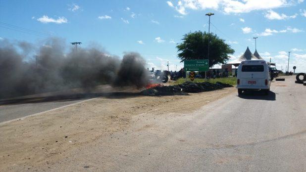 20180523_084900-1024x576 Em Monteiro: Caminhoneiros ocupam rodovias em protesto contra preço de combustíveis