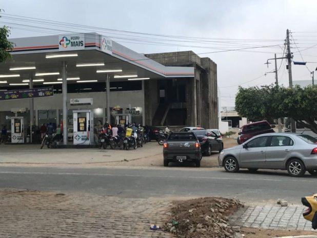IMG-20180530-WA0037-1-1024x768 Motoristas enfrentam filas para abastecer em postos de gasolina em Monteiro