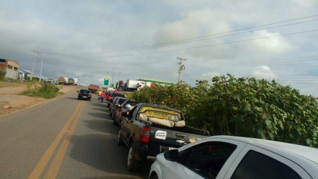 IMG-20180530-WA0075-1-1024x576 Motoristas enfrentam filas para abastecer em postos de gasolina em Monteiro
