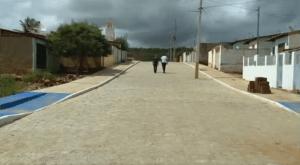 Imagem4-696x382-300x165 NO CARIRI: Postes ficam no meio da rua após obra de calçamento na PB