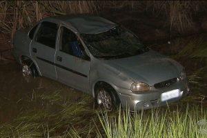 acidente-santa-ritatv_cabo_branco-1-300x200 Carro capota com cinco pessoas mas apenas uma permaneceu no local