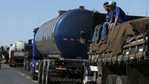 caminhoneiros-1-300x169 Produtos apodrecem nos caminhões