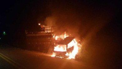 Batida entre caminhão e carro de passeio causa incêndio e deixa dois mortos, em rodovia da PB 7