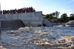 transposicao_rio_desagau-prefeitura-de-monteiro-696x464-300x200 Chove em cidades secas e situação de emergência será revista