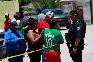 2018-06-23t233040z-599077117-rc1e7a8b9a00-rtrmadp-3-mexico-violence-300x200 Atiradores matam pessoas que assistiam jogo do México