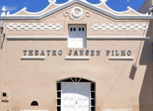timthumb-24-300x218 Teatro Municipal Jansen Filho recebe novos equipamentos de iluminaçãoa cênic