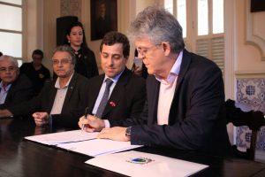 assinatura_walla_santos2-300x200-300x200 Governador sanciona lei que obriga bancos a oferecer intérpretes a pessoas com deficiência auditiva