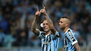 Grêmio vence de virada e impede o São Paulo de ultrapassar o líder Flamengo 1