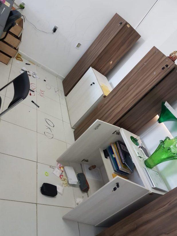 59c2b696-b943-41d9-977a-bbacf05e0fc5-768x1024 Unidade de Saúde é alvo de vândalos em Monteiro