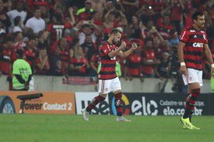 9034ca2cbb8c7d644351689a4b5f0620-300x200 Flamengo derrota o Grêmio no Maracanã e avança na Copa do Brasil
