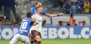 barcos-e-diegO-300x146 Flamengo vence no Mineirão, mas Cruzeiro avança na Libertadores
