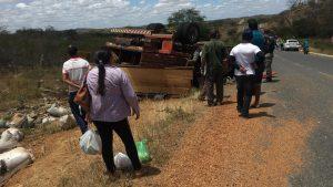 caminhao_boiadeiro_sao_domingos-300x169 Acidente com caminhão boiadeiro deixa vítima fatal e outros feridos na PB 214, entre os municípios de Sumé e Congo
