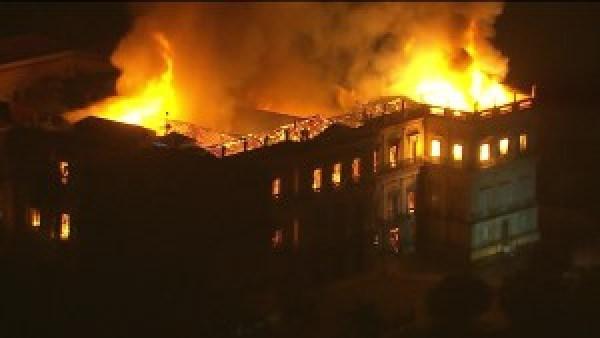 frame-02-38-57.108 Incêndio atinge Museu Nacional do Rio de Janeiro