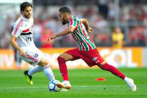 gazeta-press-foto-1149285-1024x682-300x200 Com um a menos, São Paulo supera gol contra e arranca empate do Flu
