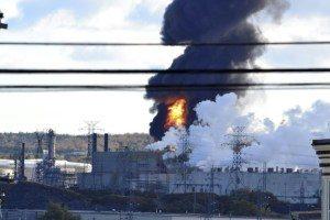 2d55770a6ed5b157fe40f79cd588c37618149f6c-300x200 Explosão e incêndio na maior refinaria do Canadá