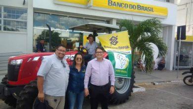 Banco do Brasil realiza entrega de trator adquirido através de linha de crédito em Monteiro 7